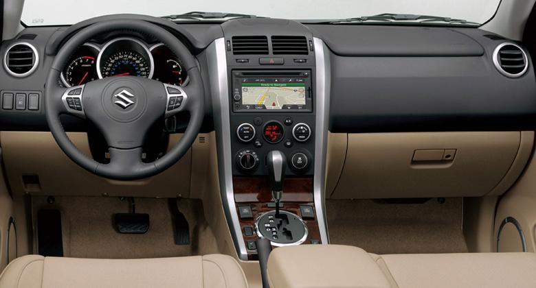 Auch In Sachen Navigationssystem Und Soundanlage Auf Den Neuesten Stand Gebracht Der 5 Turer Comfort Version Enthalt Grand Vitara Ein Neues